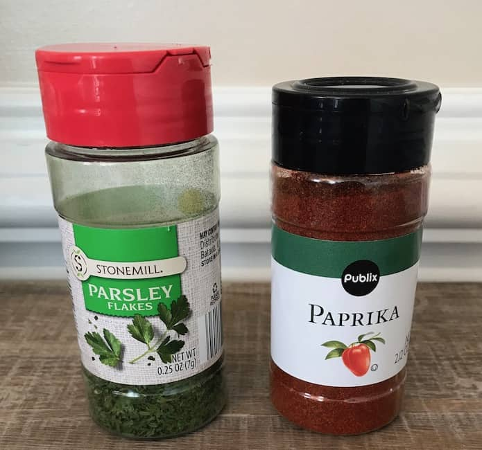 Parsley flakes and paprika for garnish