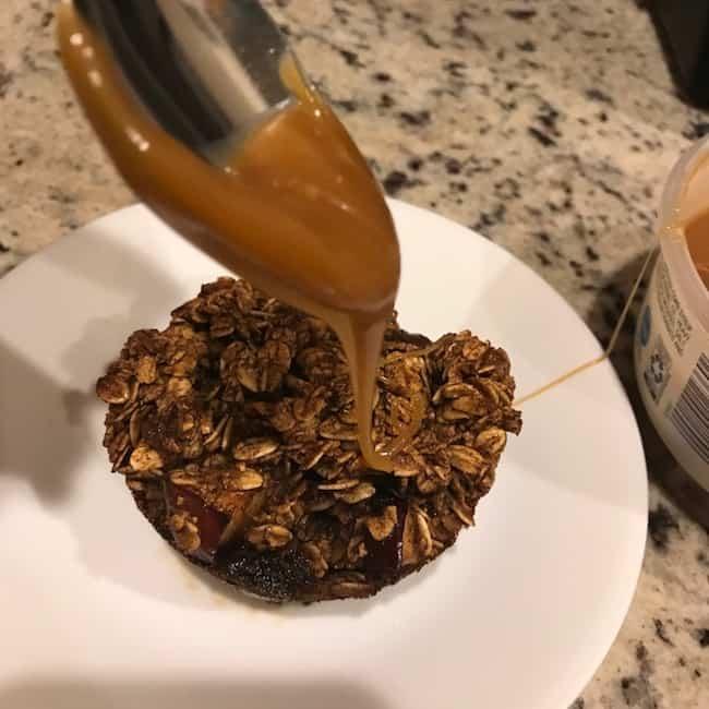Drizzling caramel sauce