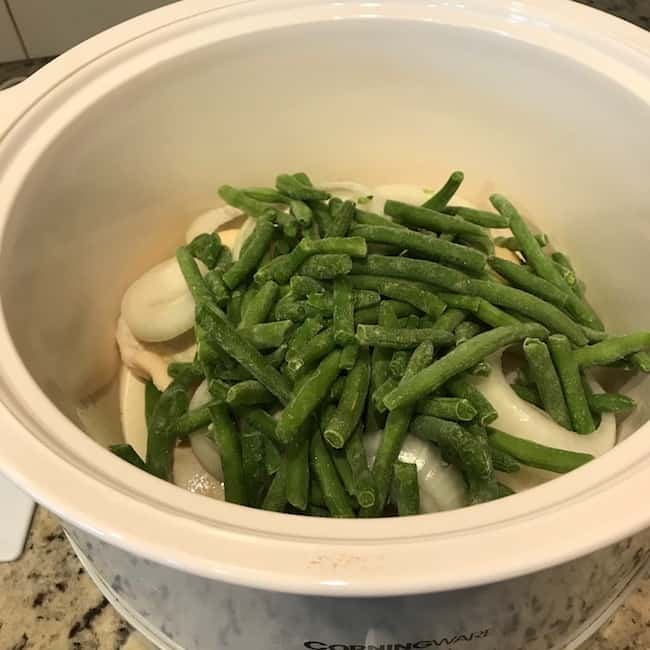 Green beans over chicken and onions