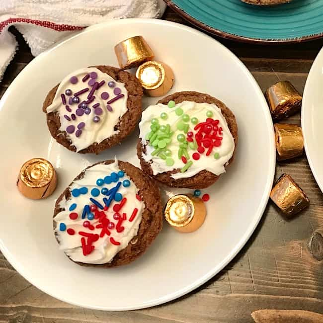 3 decorated Rolo chocolate chip cookie cups on a plate