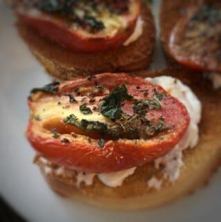 Roasted tomato on toast with cream cheese