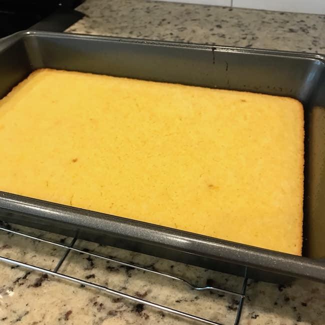Baked 2-ingredient lemon cake