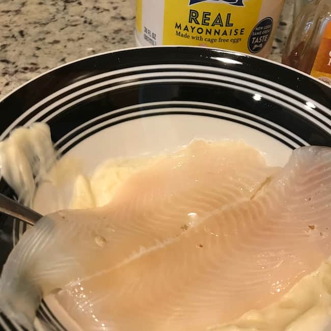 Coating fish with mayonnaise and honey mixture
