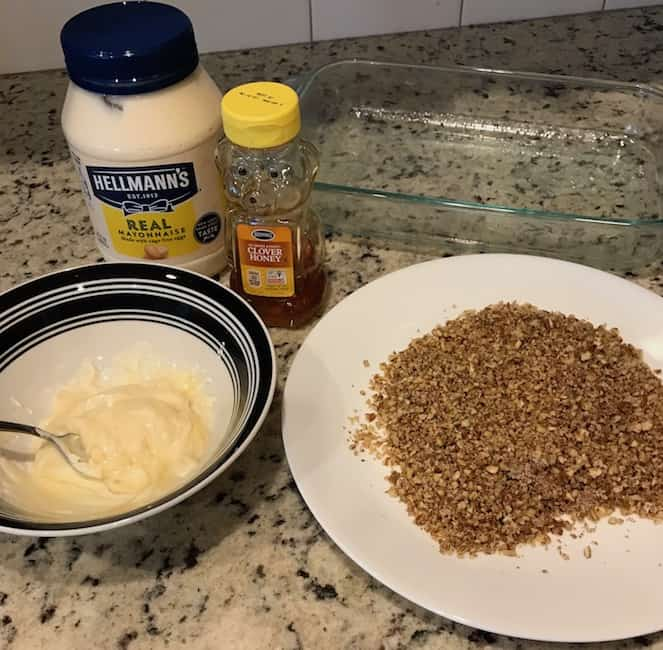 Fish coating mixture with crushed pecans