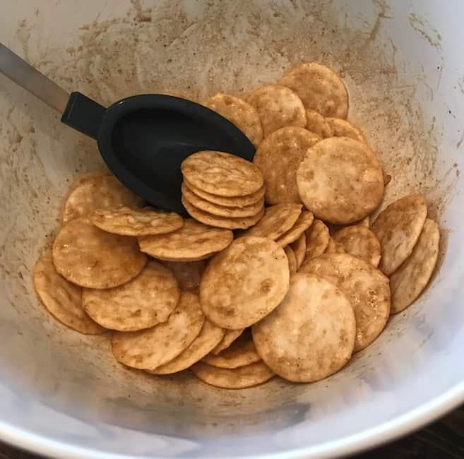 Crackers with seasonings