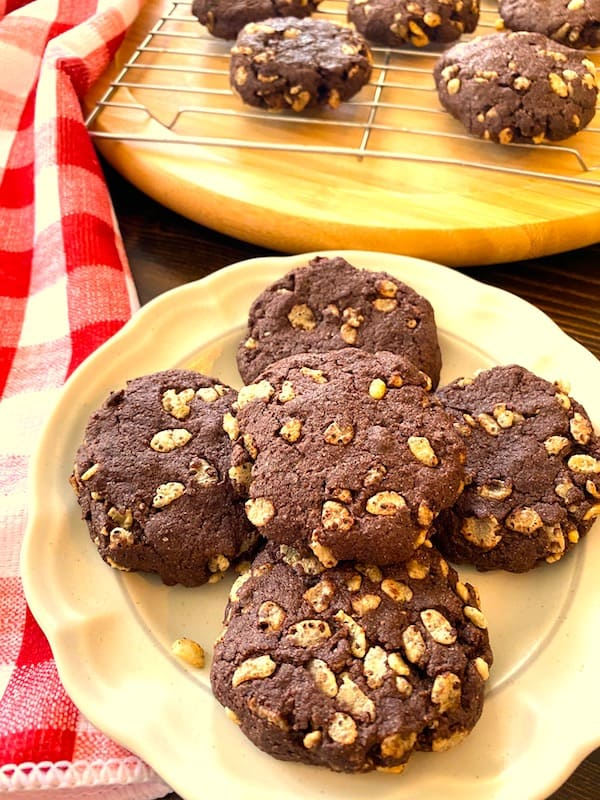 Chocolate crisp cookies on a rack and on a plate