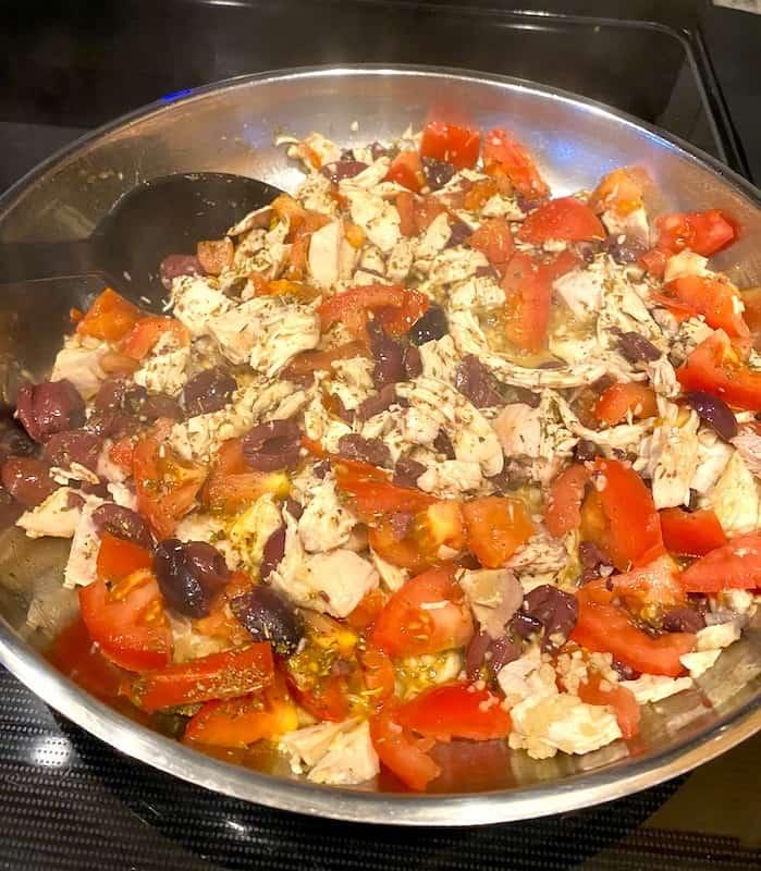 Chopped chicken, tomatoes, lemon juice, garlic, Italian seasoning, and chopped Kalamata olives in a pan