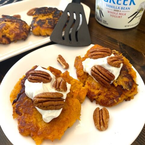 Sweet potato patties with yogurt and pecans