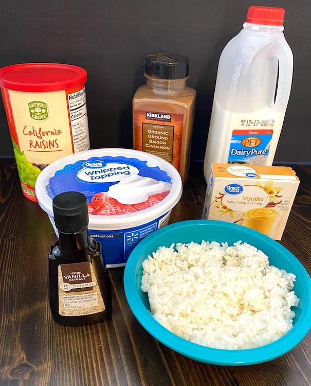 rice, vanilla extract, vanilla pudding mix, milk, whipped topping, ground cinnamon, and raisins