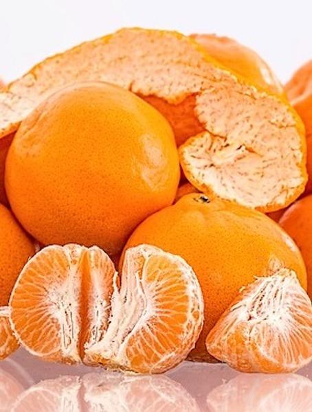 peeled and unpeeled tangerines