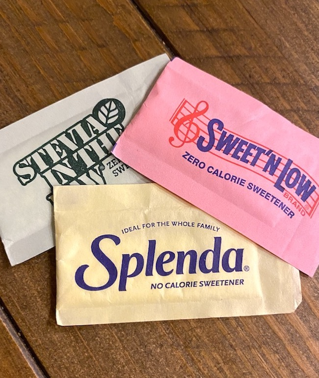 packets of stevia, Sweet n Low, and Splenda